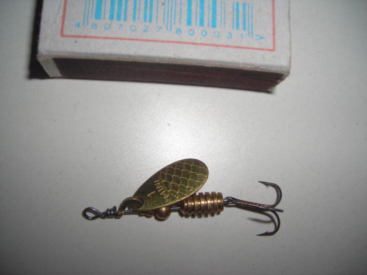 хариус на червя с поплавком