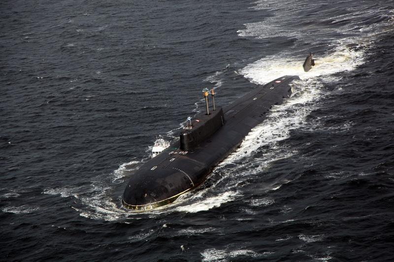 подводная лодка в шторм